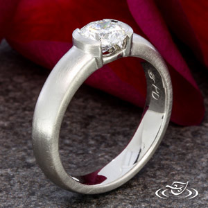 CONTOMPORARY ENGAGEMENT RING