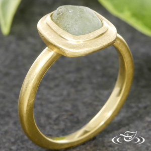 18KT YELLOW MINIMALIST DESIGN WITH ROUGH CUT SAPPHIRE