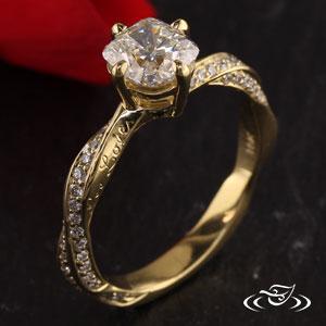 BEAUTIFUL TWIST ENGAGEMENT RING